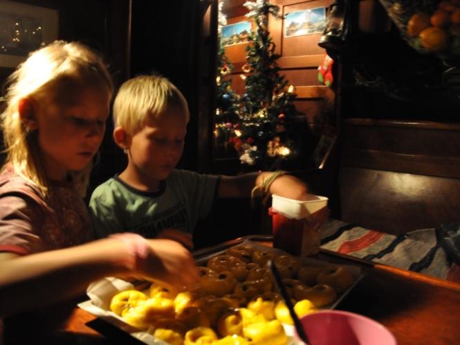 Imorgon blir det lussebullar till frukost ombord på Mary af Rövarhamn.
