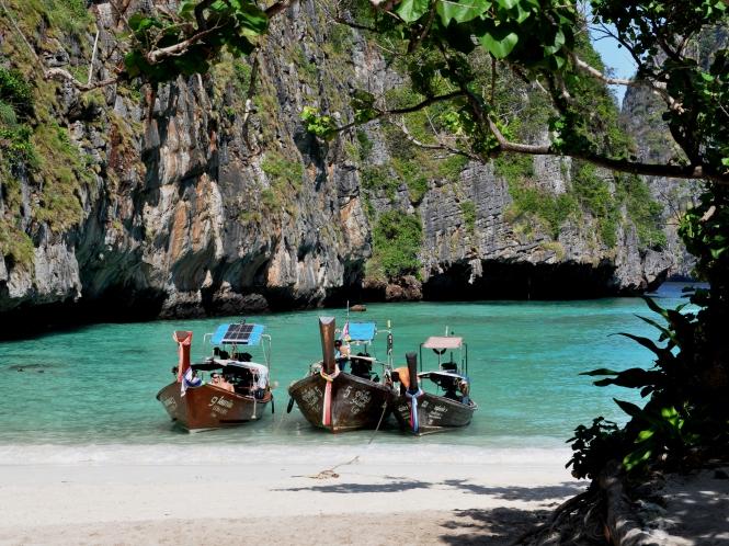 Phi Phi-öarna ut i turistbroschyrerna