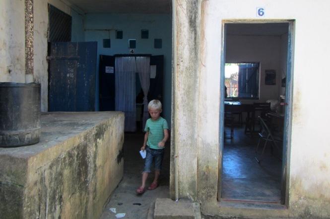 Otto på polisstationen i Hell-Ville