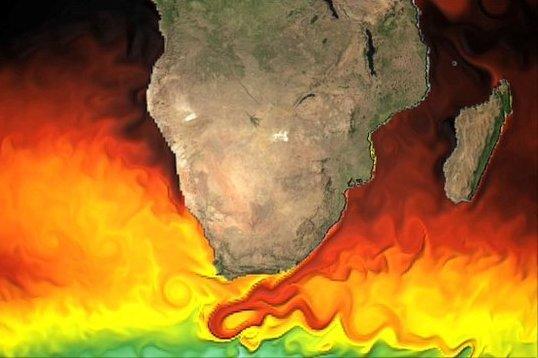 Den sydgående Agulhas-strömmen längs Sydafrikas östkust ger härlig skjuts så länge det blåser från norr. Men när vinden vrider på syd bildas farliga vågor, ibland 20 meter höga ...