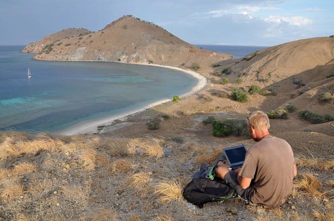 Att blogga under resan har sina utmaningar, denna eviga jakt på uppkoppling.