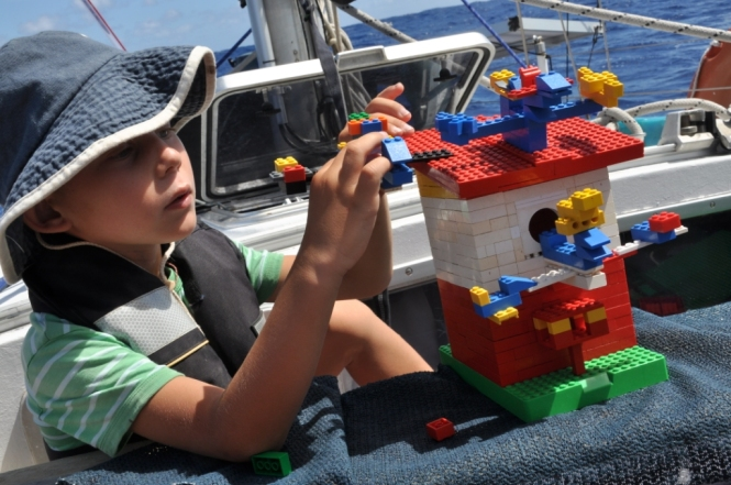 Otto bygger LEGO-fåglar