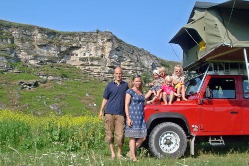 Familjen Ringdahl och bilen. Foto: Kaptillkap.se