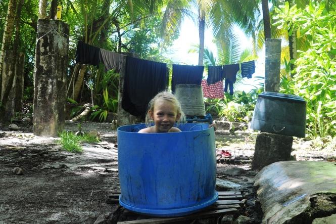 8. Njuta-under-palmen-bilden: Efterlängtat färskvattenbad