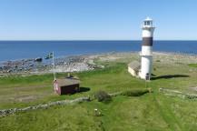 Ön och området utanför är naturreservat.